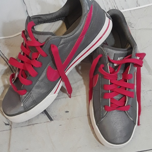 1d3c0fd70fa8 Nike womens fashion tennis shoes silver and pink 9.  M 5a4968e461ca10f480023725